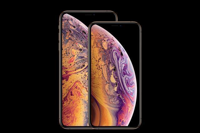 市场研究公司 TechInsights 曾公布过一组数据:苹果公司历代 iPhone 产品中利润率最高是在 2009 年发布的 iPhone 3GS(利润高达 74%),随后就利润呈现逐渐下降趋势,到 iPhone X 发布时,利润已经降到了 60%。尽管还有 60% 的利润,但是 iPhone X 的发售价格已经被拔高到 999 美刀。