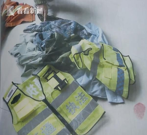 《23 岁小伙穿制式军装拍不雅照传上网被判刑》