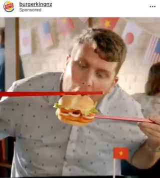 筷子夹汉堡广告+