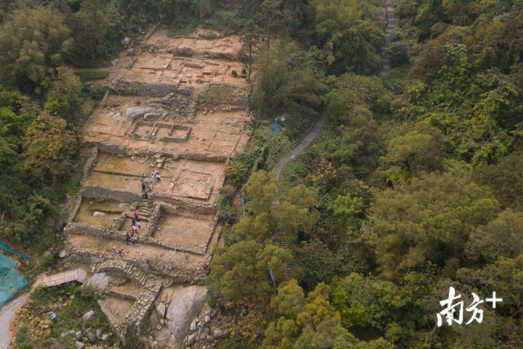 月    日下午,广州市文物考古研究院带领媒体到增城区南香山,探访