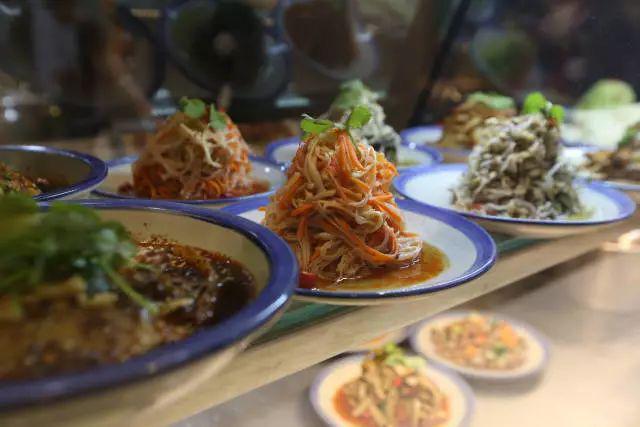 成都这碗味道粉搬来了郑州小时,排队2个肥肠纯燕麦片加工制作图片
