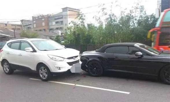 《SUV 一头撞上价值 400 万的宾利,车损达 20 万!》