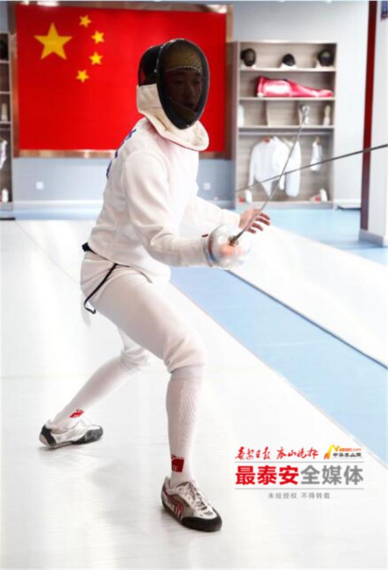 我在北京,上海看到很多青少年儿童享受到击剑运动带来的益处后,更坚定