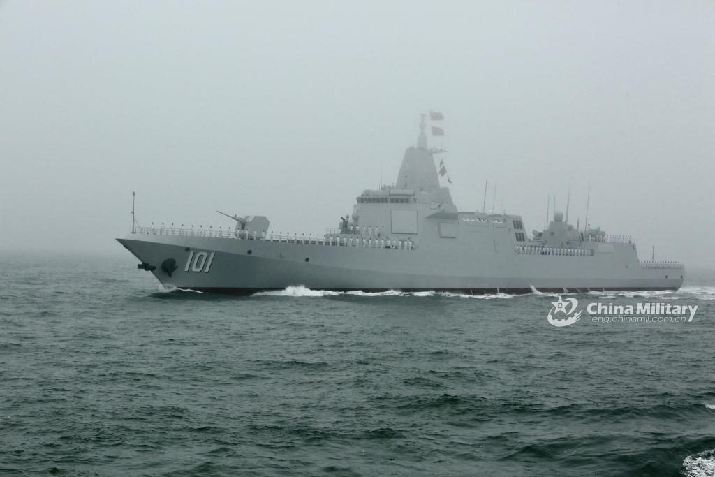 《万吨大驱!055 型首舰南昌舰即将入列》