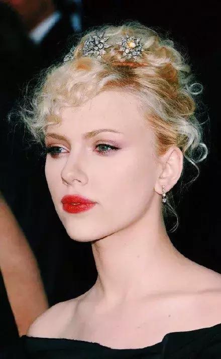 《她是无数男人梦中情人,百亿女星惊艳世界》