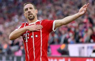 四连胜!拜仁 1-0 莱比锡,里贝里绝杀,两人染红