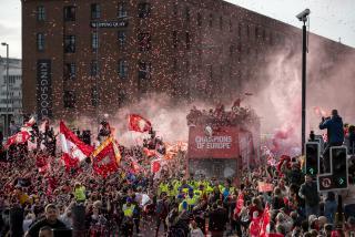 欧冠决赛完毕 利物浦球迷一起来狮斗过球瘾吧