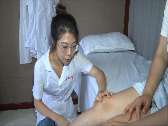 27 歲女子在小區攤位上試了試這個,回家以后皮膚冒水泡流膿