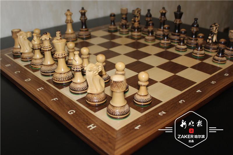 世纪 30-60 年代期间用动物骨头制作的国际象棋.