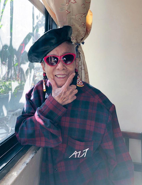 这个模特直播生活,92 岁变全网最有魅力女人!