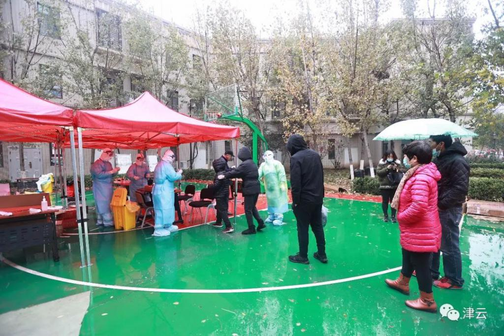 雨雪中全员核酸检测!天津滨海,我们挺你!