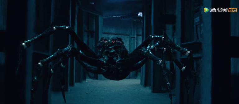 《巨蛛》影评:来人,给她披件衣服吧!