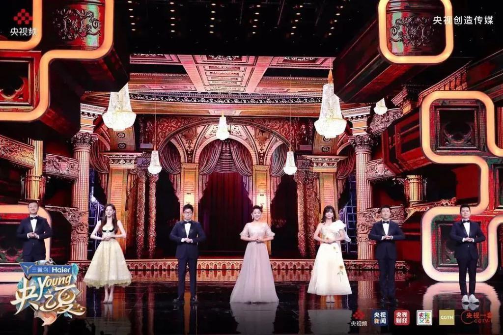 《央 young 之夏》影评:40 位主播合体亮相,梦想中的男神女神走下神坛,央视开启舞台亲民