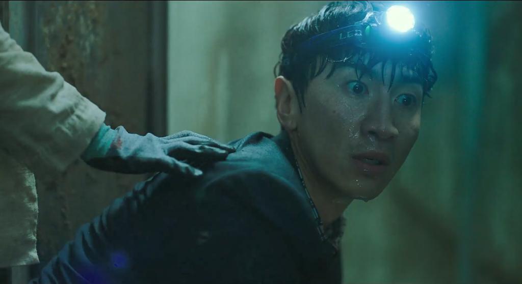 《地陷》影评:小样儿,韩国人这次终于玩砸了!