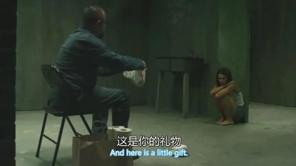 《地牢女孩》影评:囚禁女儿 24 年,3000 多次性侵!竟改编自真人真事 ·····