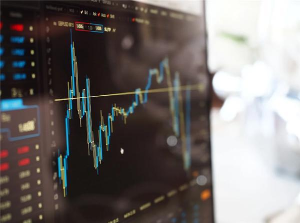 《牛散操纵市场亏 27 亿遭罚款 500 万 证监会:严厉打击操纵股市行为》