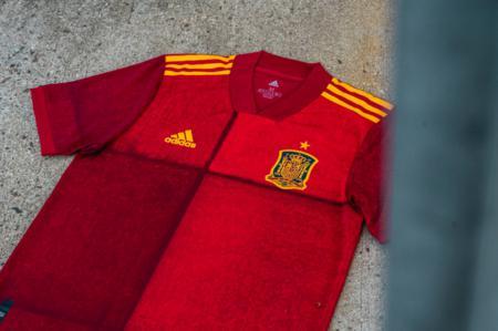 官方:西班牙队发布 2020 年欧洲杯主场球衣