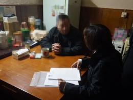 外婆留下杭州湖滨一套房,小夫妻撬锁拿了房本竟去... 爸爸气得捶胸顿足!