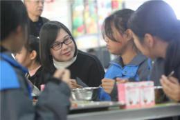 湖南師大附中博才實驗中學梅溪湖校區:行政陪餐制,陪出親情和責任感