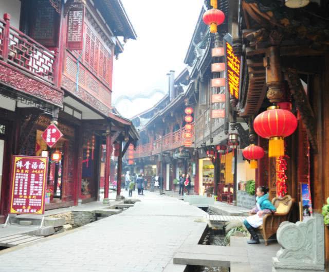 """中国""""进步最快""""的城市,9 年开 6 条地铁,游客:开挂了?"""