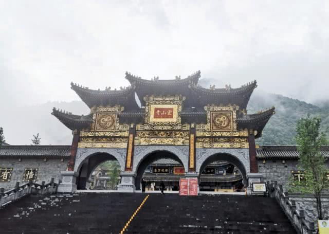 """中国最""""另类""""寺庙,和尚与尼姑同吃同住,网友:不合规矩吧?"""