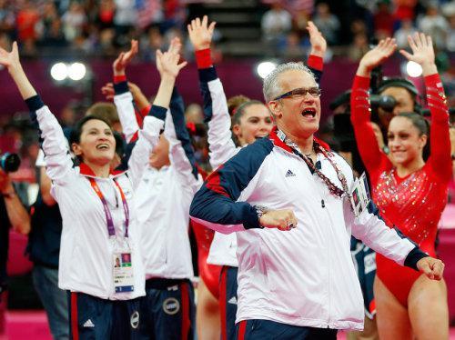 被指控性侵未成年队员数小时后,美体操队前奥运冠军教练畏罪自杀