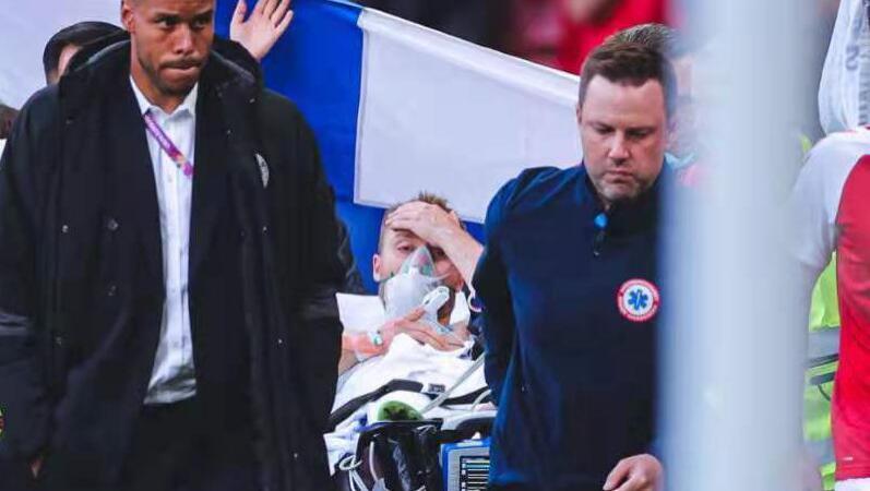 欧洲杯丹麦0:1芬兰,埃里克森突然倒地后急救送医插图1