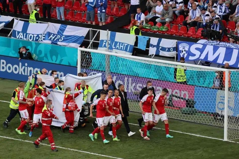 欧洲杯丹麦0:1芬兰,埃里克森突然倒地后急救送医插图2